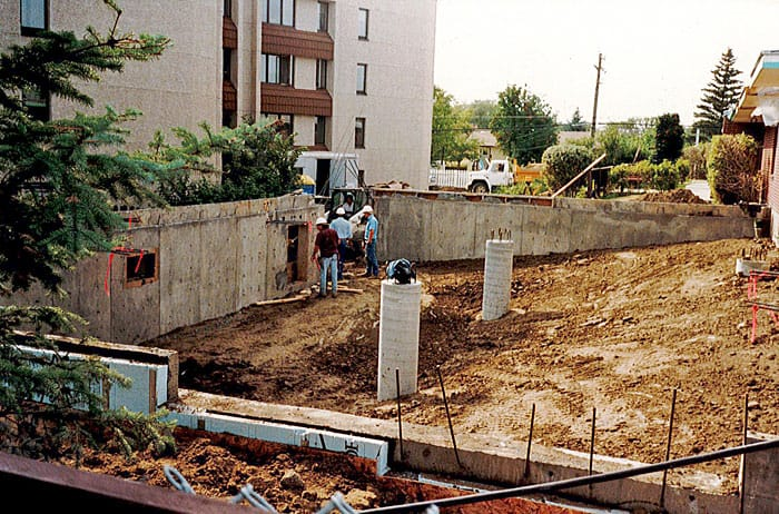 1992: The Linkage was constructed, attaching Oliver Lodge to Oliver Place.